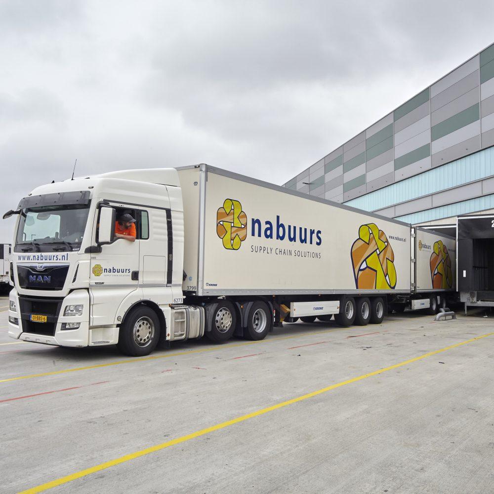 Food fmcg-dsitributie: dagelijkse bevoorrading van het supermarktkanaal en foodservice-segment.